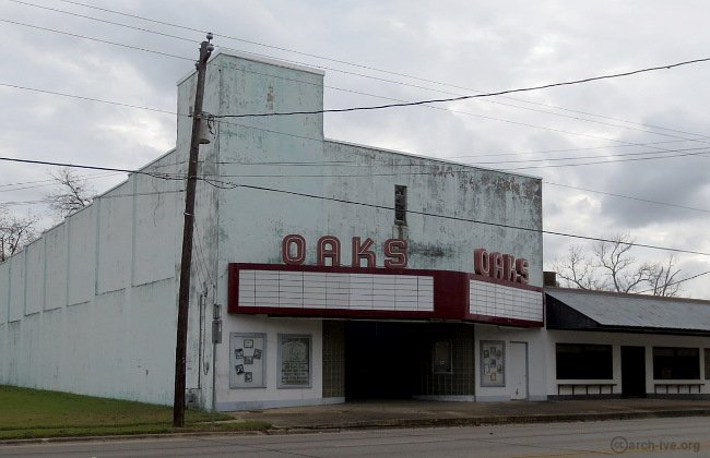 Oaks Theater - Columbus TX